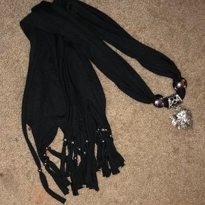 Accessories - Black scarf with details
